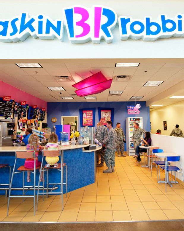 Baskin-Robbins Receives Lewd Request For Cake (Photos) Promo Image