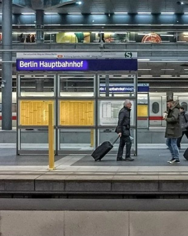 Mom Travels To Germany And Leaves Kids At Home (Photos) Promo Image
