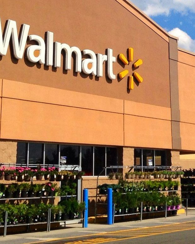 Walmart To Raise Starting Wage To $11, Citing Tax Cuts Promo Image
