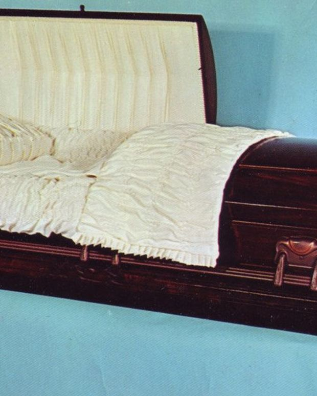 Family Finds Wrong Body In Casket Promo Image