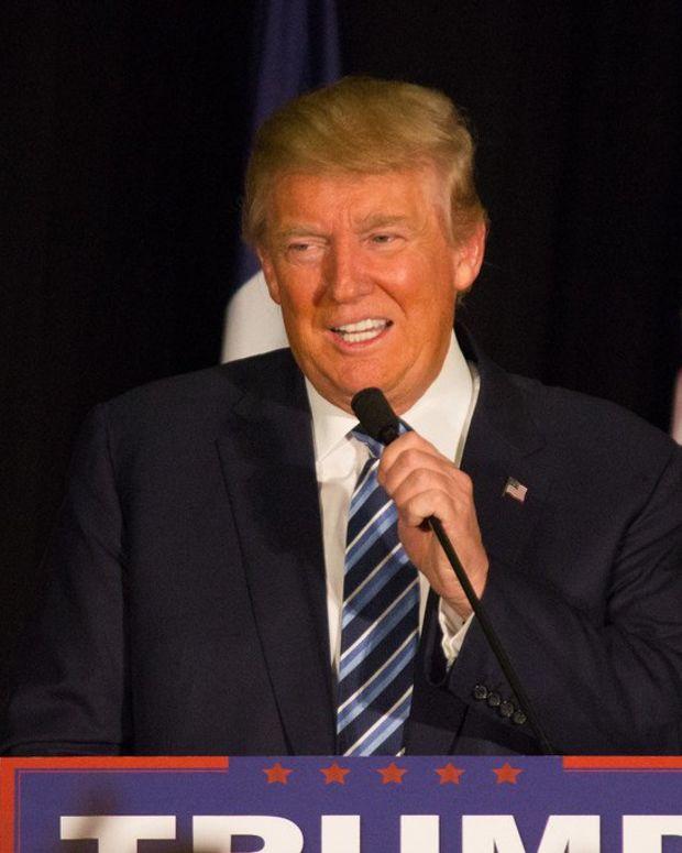 Fake Photos Of Phoenix Trump Rally Crowd Go Viral (Photos) Promo Image