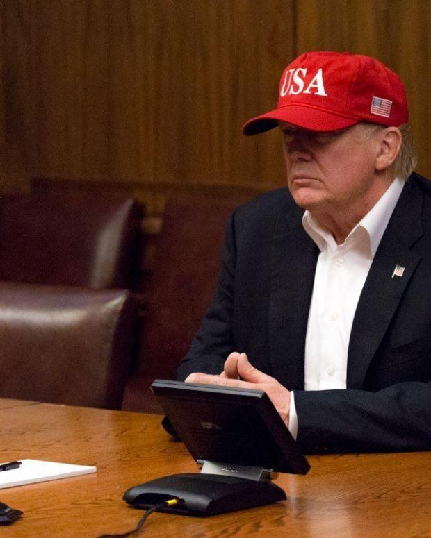 White House Seating Causes Awkward Photo Op (Photos) Promo Image