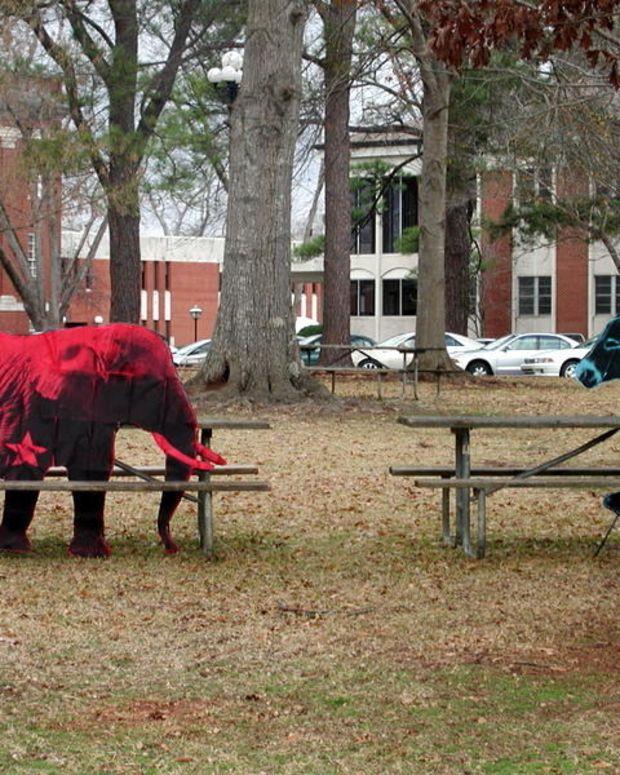 Polls: Alabama Senate Race Is A Toss Up Promo Image