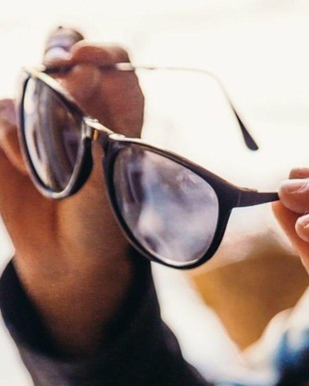 Melania Criticized For Wearing Sunglasses At Night (Photos) Promo Image
