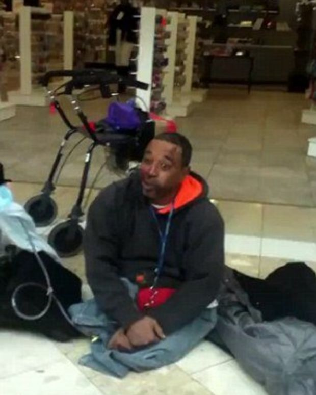 Man in a wheelchair beat up in mall