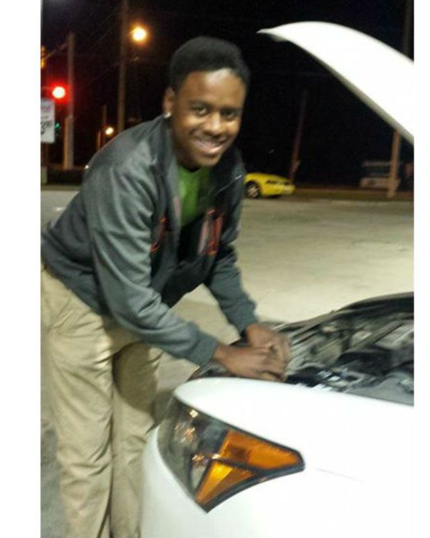 Aubree Taylor fixing Hallie Beattie's car