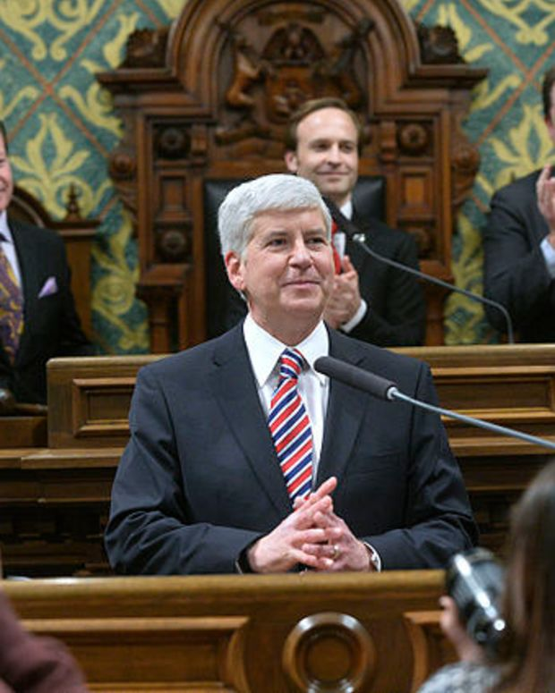 Michigan Gov. Snyder Pledges To Drink Flint Tap Water Promo Image