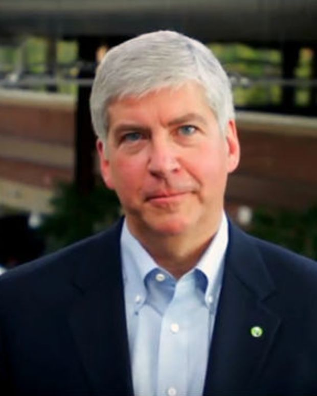 Michigan Gov. To Drink Filtered Flint Water For 30 Days Promo Image
