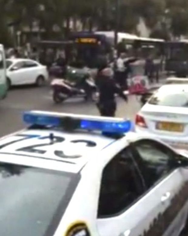 Man Is Stabbed, Removes Knife, Stabs Attacker (Video) Promo Image