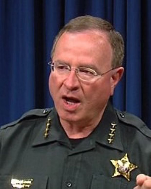 Florida Sheriff Threatens To Arrest Apple CEO (Video) Promo Image