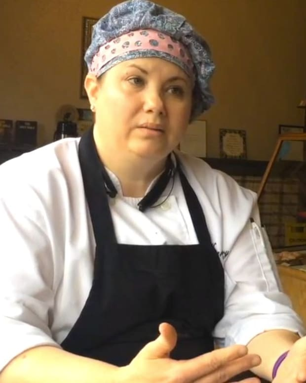 Texas Bakery Refuses To Make Cake For Gay Couple (Video) Promo Image