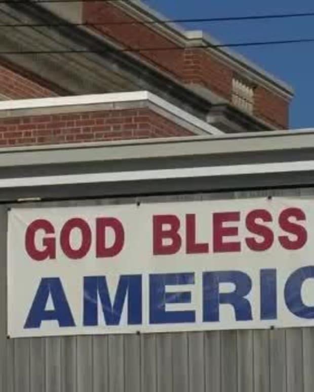 """""""God Bless America"""" banner in Pittsburg, Kansas"""