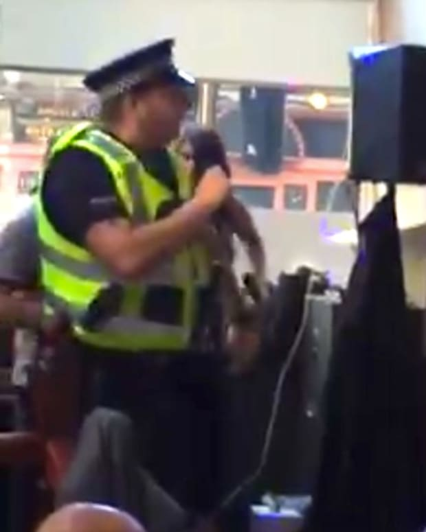 Cop Breaks Up Fight Then Sings I Will Survive (Video) Promo Image