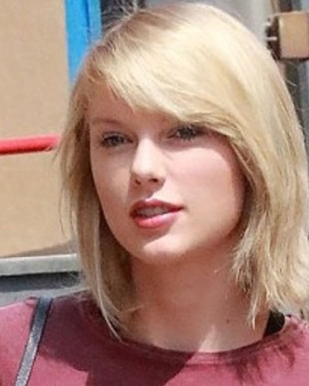 Did Taylor Swift Get Massive Breast Implants? (Photos) Promo Image
