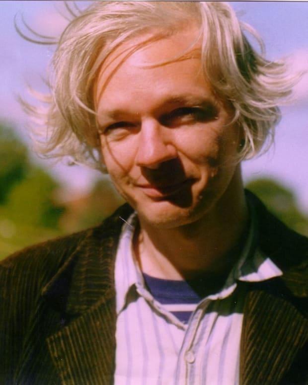 Assange: Russians Weren't WikiLeaks Sources Promo Image