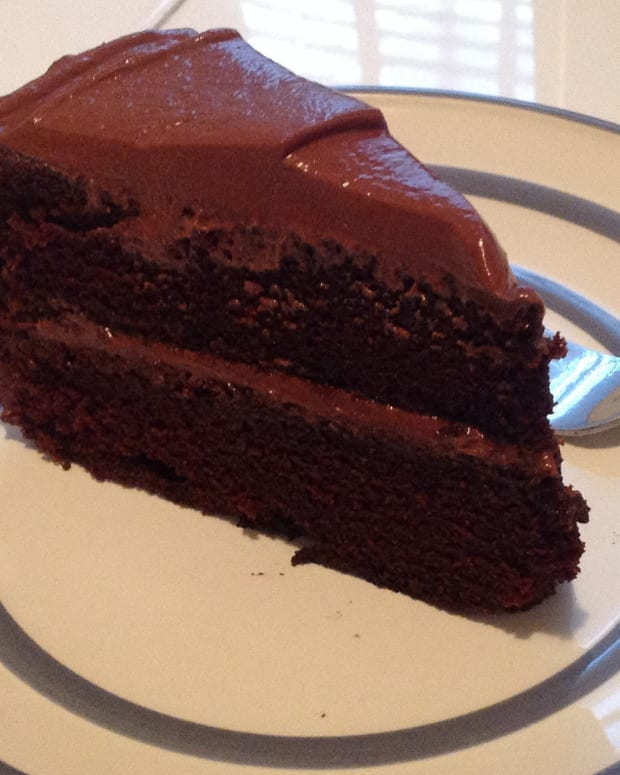 School Criticizes Mom For Chocolate Cake In Kid's Lunch (Photo) Promo Image