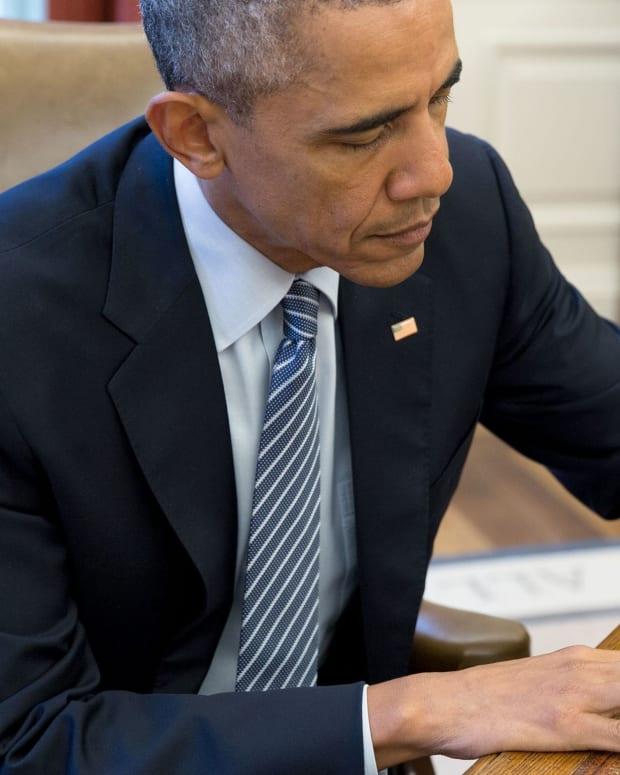 Obama Commutes 79 Sentences, Totaling 1K As President Promo Image