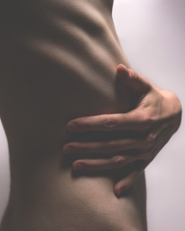 Disturbing New Trend Replacing The 'Thigh Gap' (Photos) Promo Image