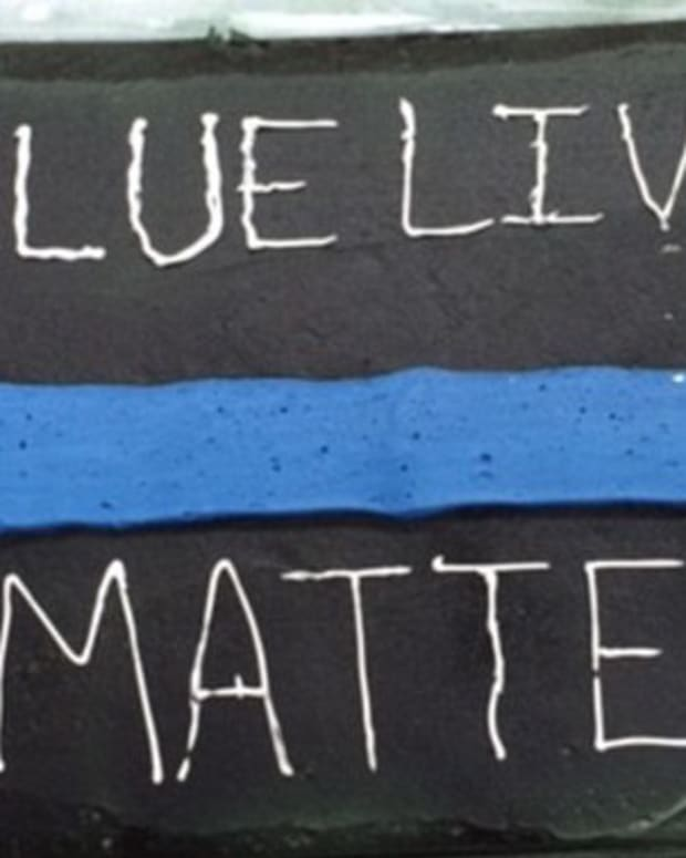 Wal-Mart Employees Refuse To Make Cake For Officer (Photo) Promo Image