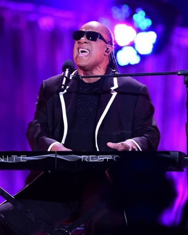 Stevie Wonder Plays The National Anthem On His Knees (Photo) Promo Image