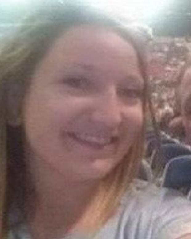 Woman Uses Men's Bathroom At Garth Brooks Show, Suffers The Consequences Promo Image