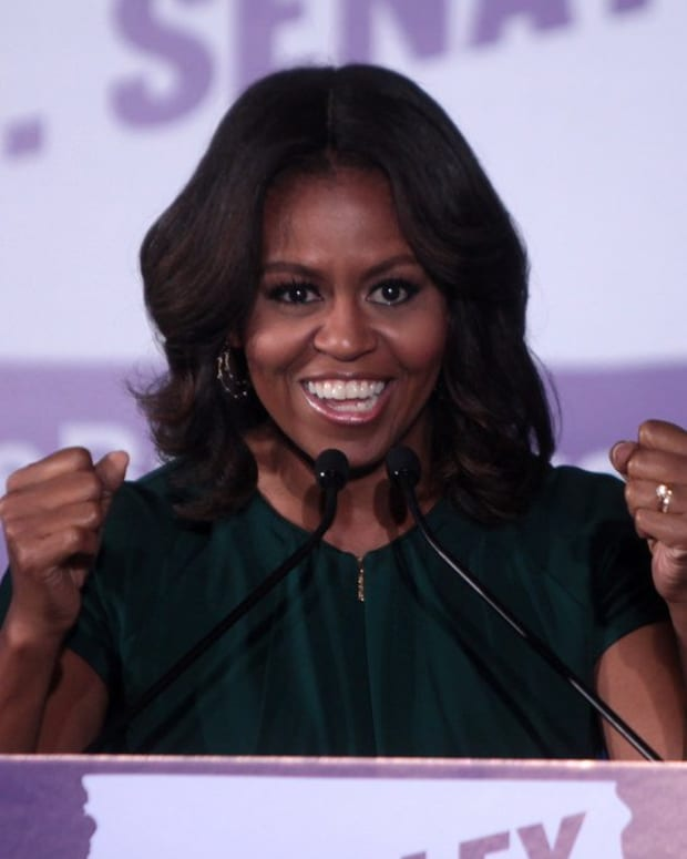 Michelle Obama's Beach Outfit Sparks Debate (Photos) Promo Image