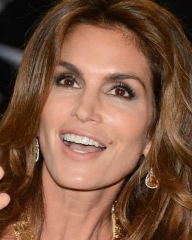 Cindy Crawford's Daughter Faces Backlash Over Photo (Photos) Promo Image