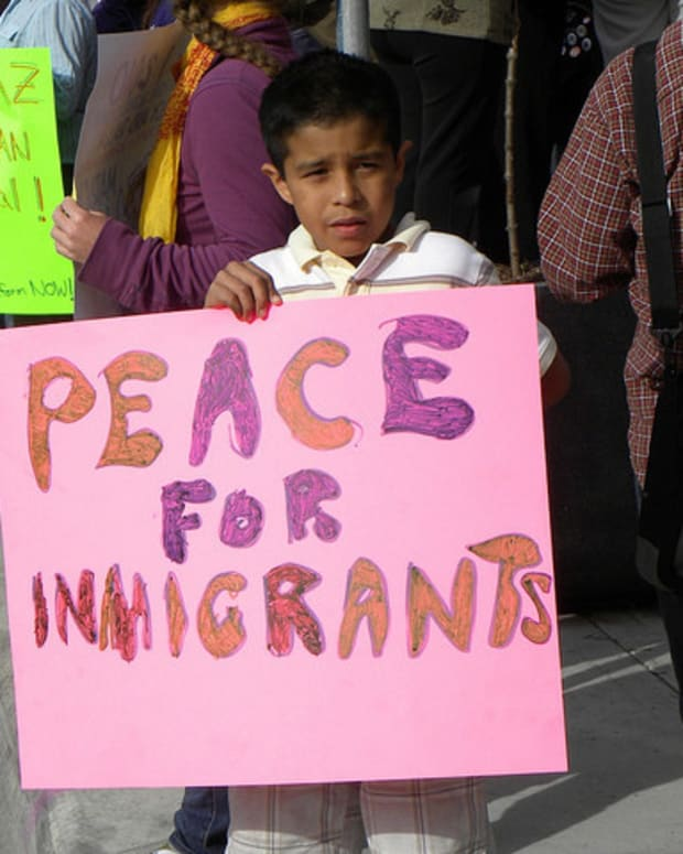 Anti-Illegal Immigration Bill Passes In Arizona Senate Promo Image
