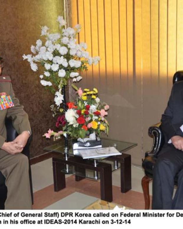 General Ri Yong-gil with a Pakistan official