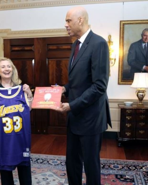 NBA Legend Kareem Abdul-Jabbar Endorses Clinton Promo Image