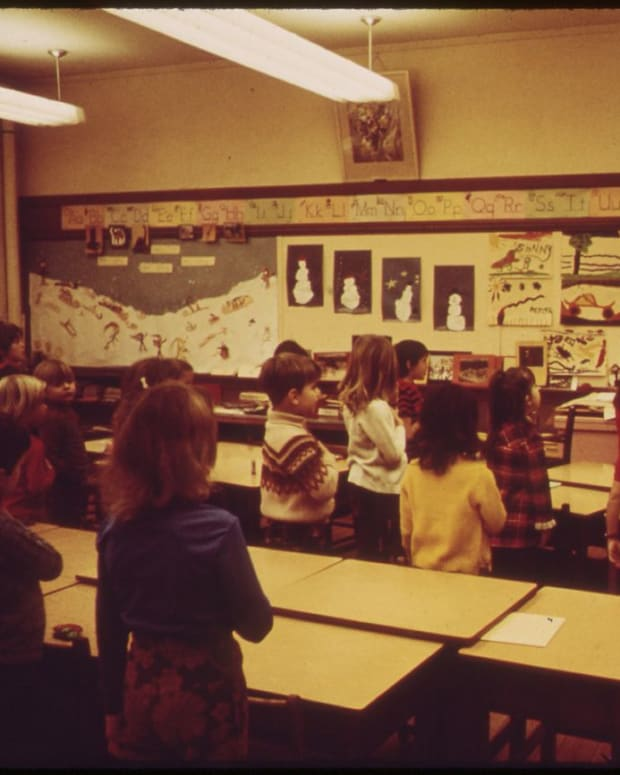 A vintage photo showing kids reciting the pledge in 1973.