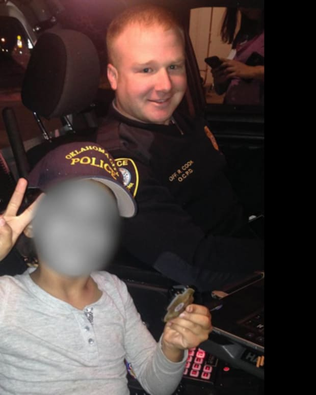 Oklahoma City police officer with 7-year-old girl he helped
