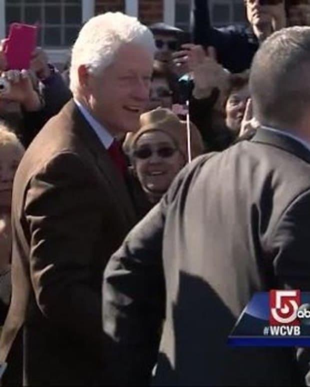 90,000 People Sign A Petition To Arrest Bill Clinton Promo Image