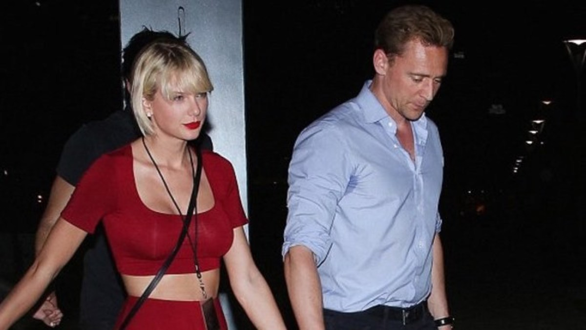 Did Taylor Swift Get Massive Breast Implants? You Make The Call (Photos) -  Opposing Views