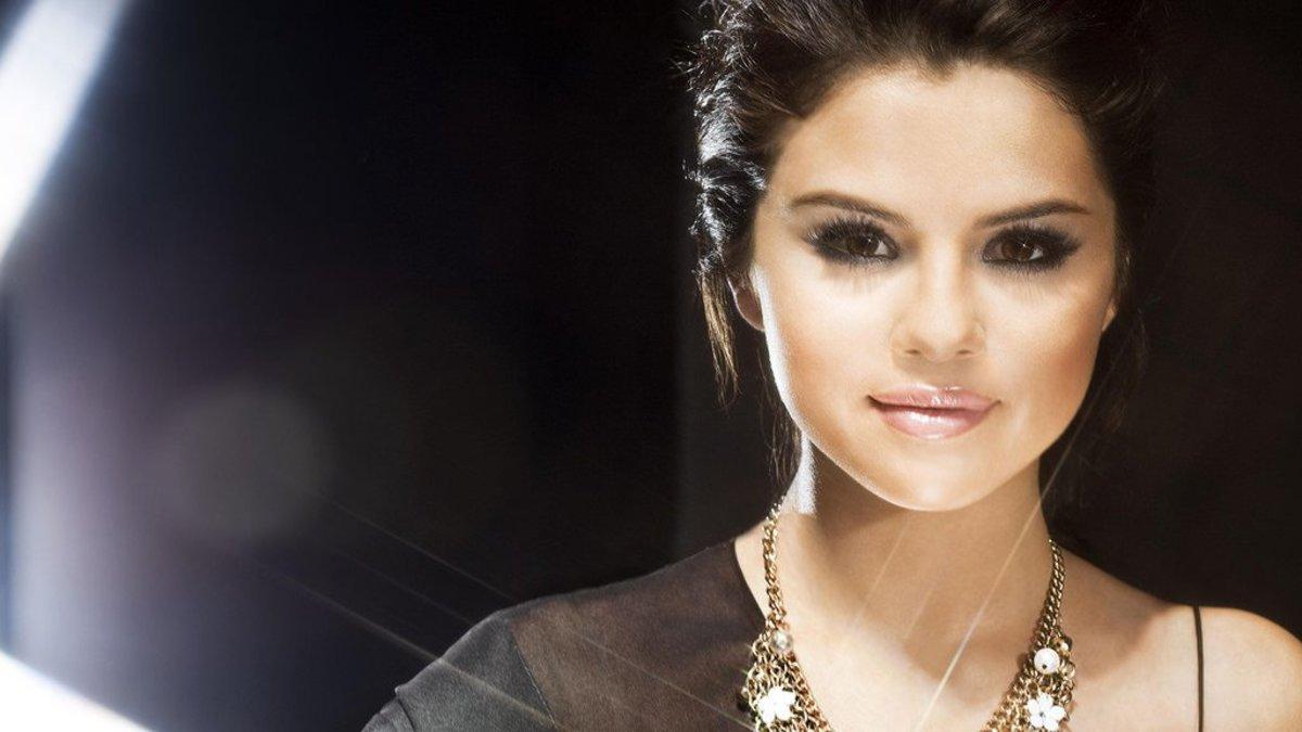 Selena Gomez's Best Friend Donates Her Kidney (Photos) Promo Image