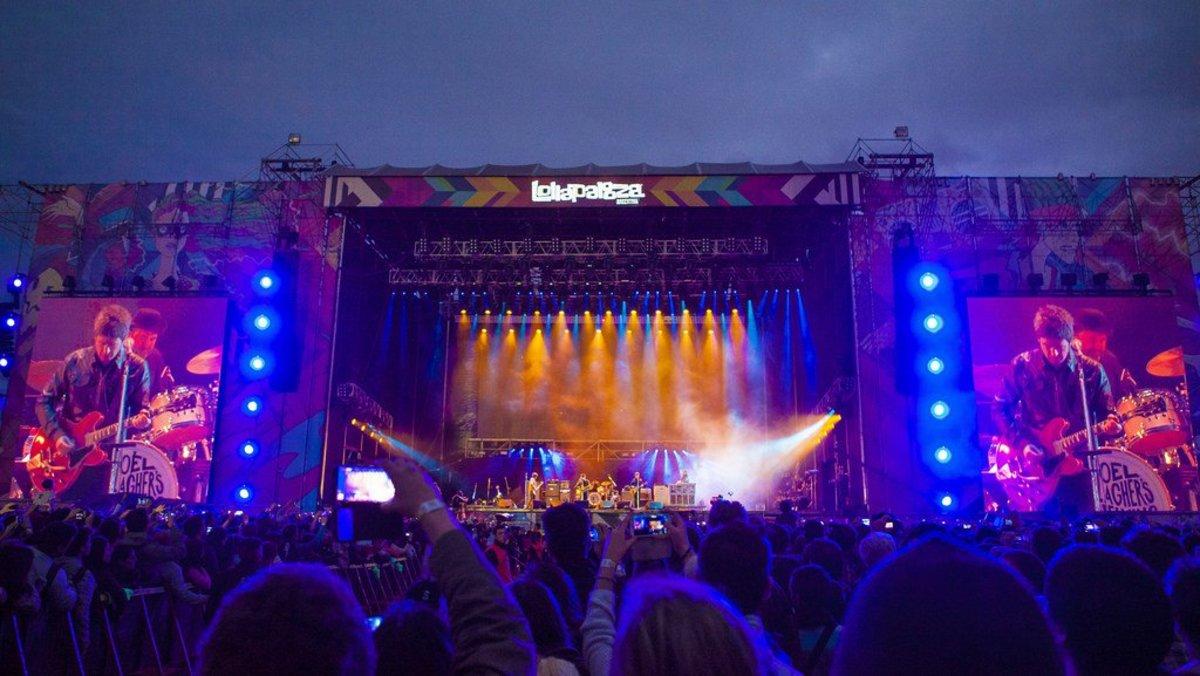 Malia Obama Parties Hard At Lollapalooza (Video) Promo Image
