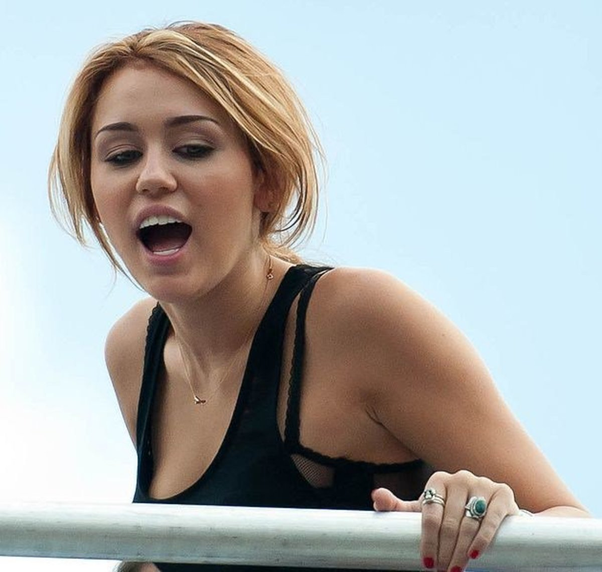 Miley Cyrus Backtracks On Vow To Leave USA Promo Image