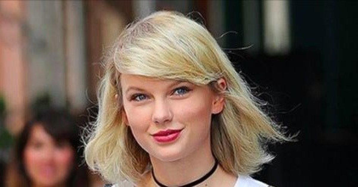 Fans Notice Something Different About Taylor Swift Did She Get Massive Breast Implants Photos Opposing Views