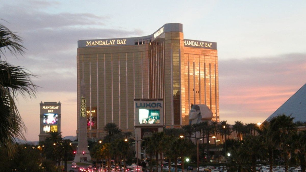 Las Vegas Residents Come Together After Mass Shooting (Photos) Promo Image