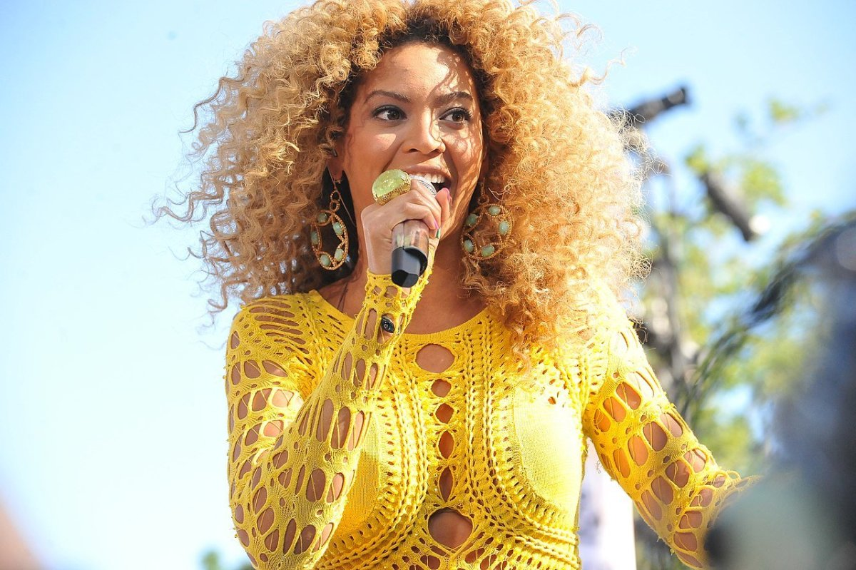 Beyonce Spotted Shopping At Target (Photos) Promo Image