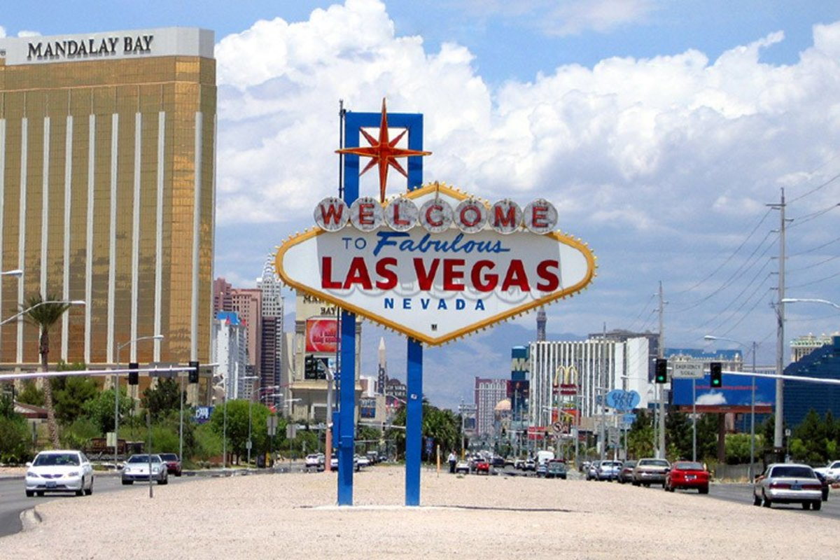 Vegas Shooter Was A Gambler With A Bank-Robbing Father (Photos) Promo Image