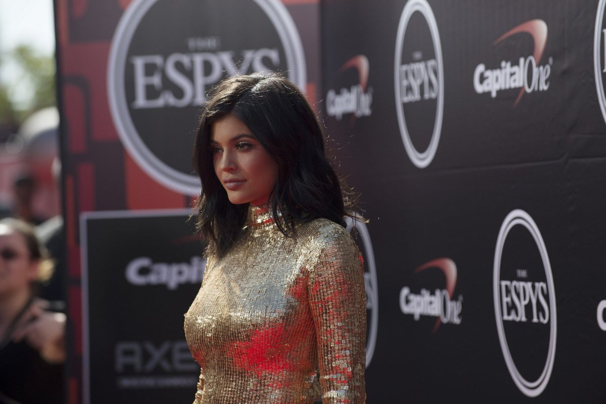 Kylie Jenner Conceals Tummy In Video Shoot With Sisters Promo Image