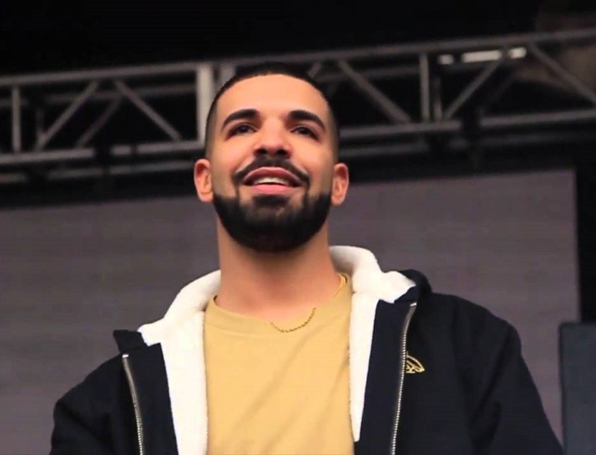 Drake Defends Female Fans From Male Concertgoer (Video) Promo Image