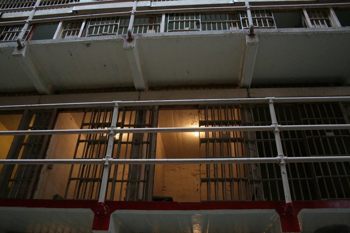 Sheriff Offers Irma Shelter To Fugitives: A Jail (Photos) Promo Image