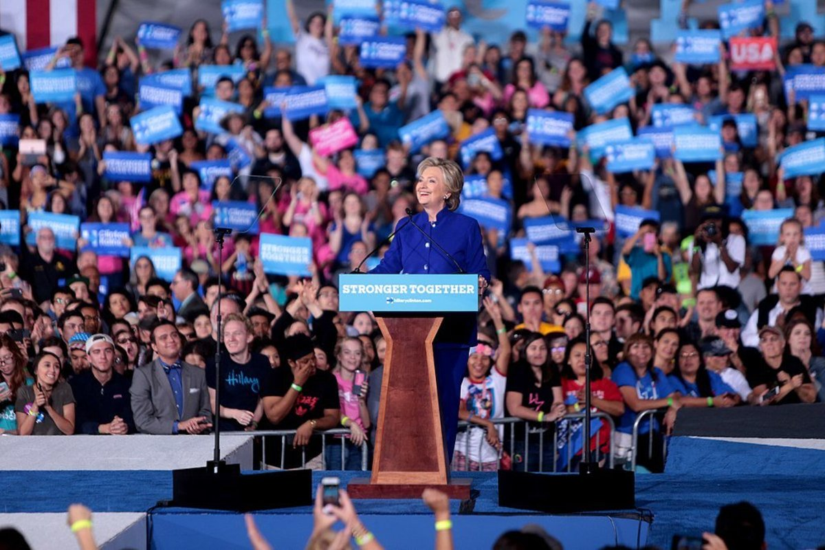 Poll: Majority Wants Clinton To Leave Public Stage Promo Image