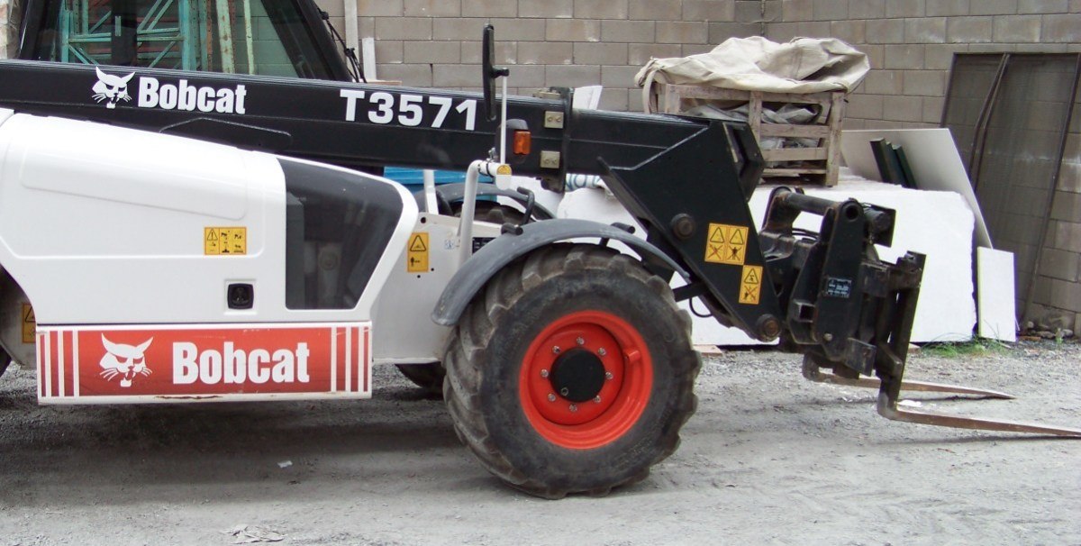 Criminals Use Forklift Truck To Steal ATM Machine (Video) Promo Image