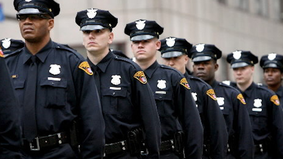 the role of law enforcement officers in society Law enforcement and society law enforcement and society in order to understand contemporary law enforcement, we should recognize the conditions that impact our.