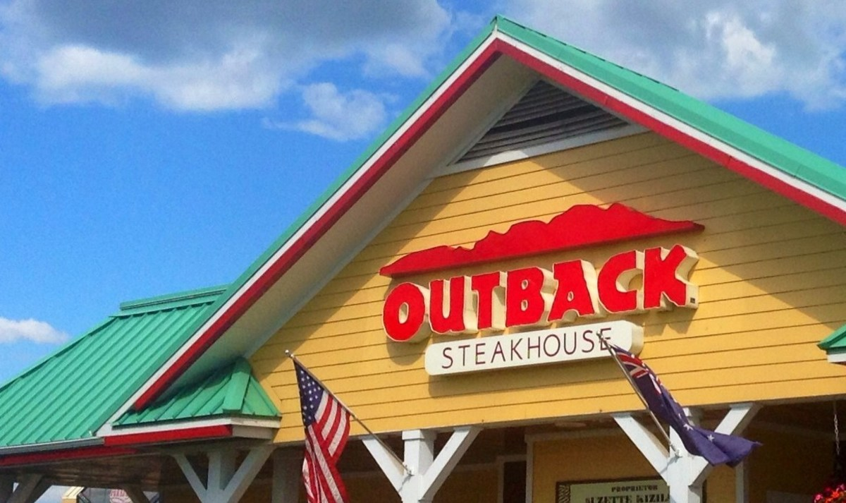 Outback Steakhouse Waitress Fired For Complaining Promo Image