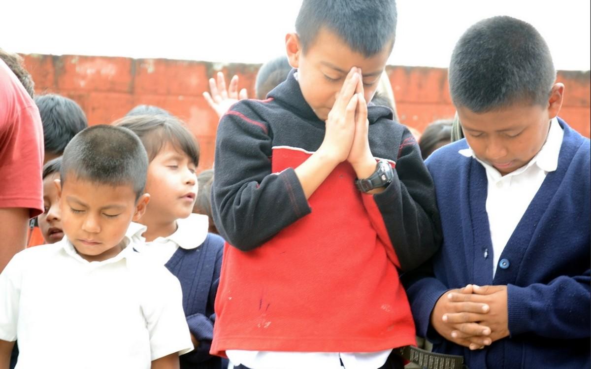 praying in school - 640×420