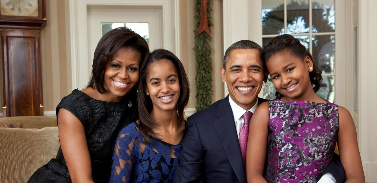 Barack-Obama-family-portrait-2011